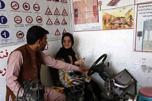 آموزش-رانندگی-به-زنان