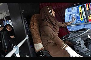 نخستین بانوی راننده اتوبوس در غرب ایران