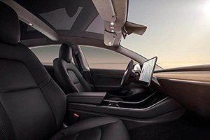 روشن شدن خودروی مدل ۳ تسلا بدون کلید